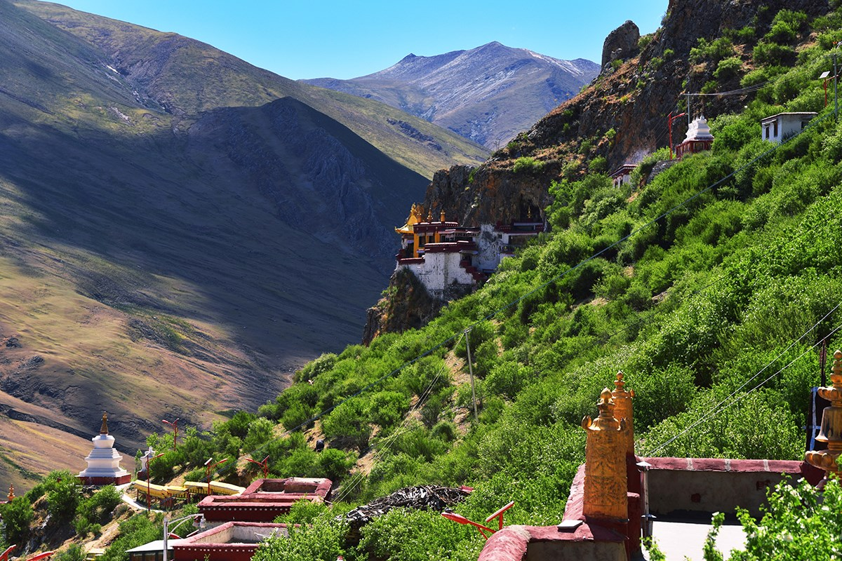 Drak Yerpa Monastery | Photo by Liu Bin