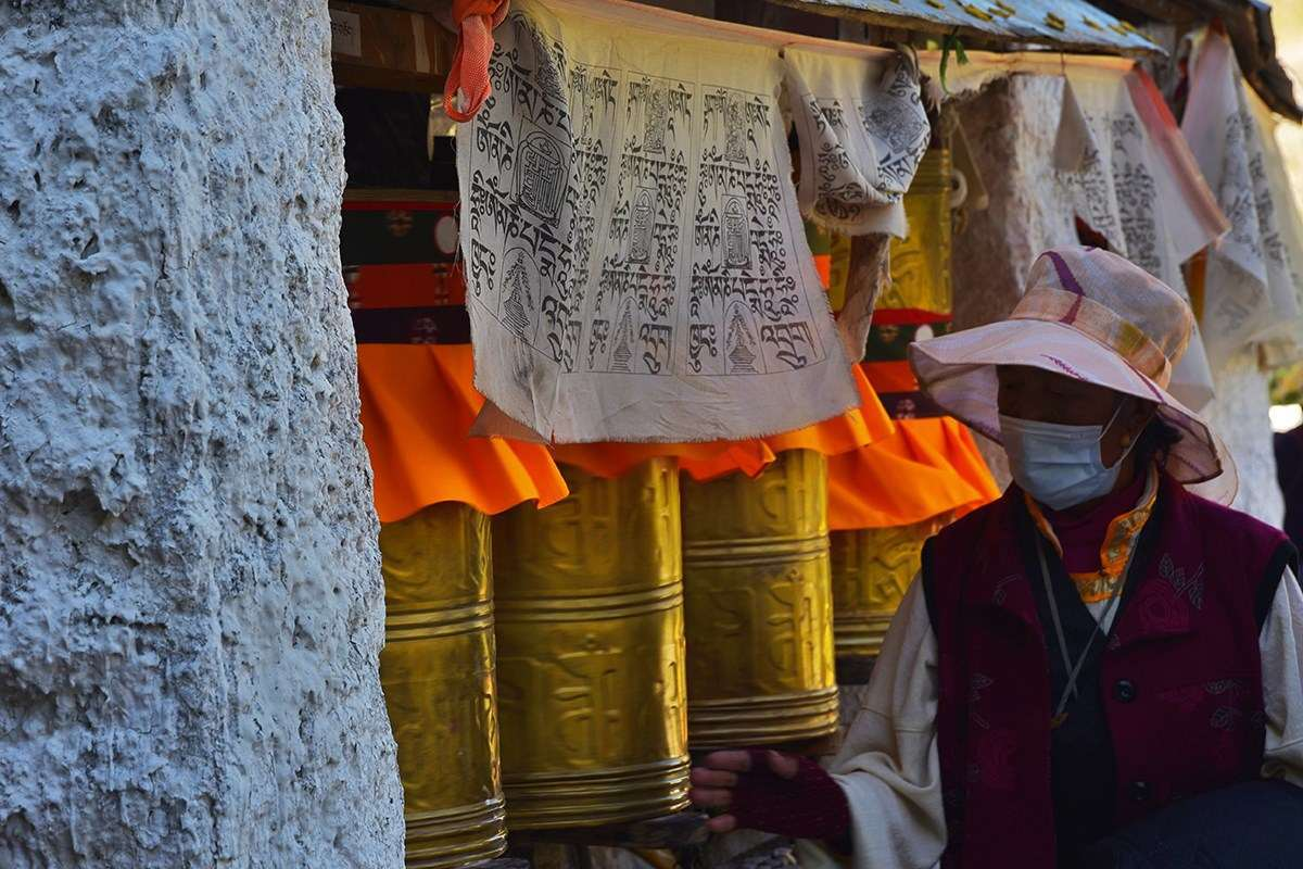Pilgrim during Shoton Festival at Drepung Monastery | Photo by Liu Bin