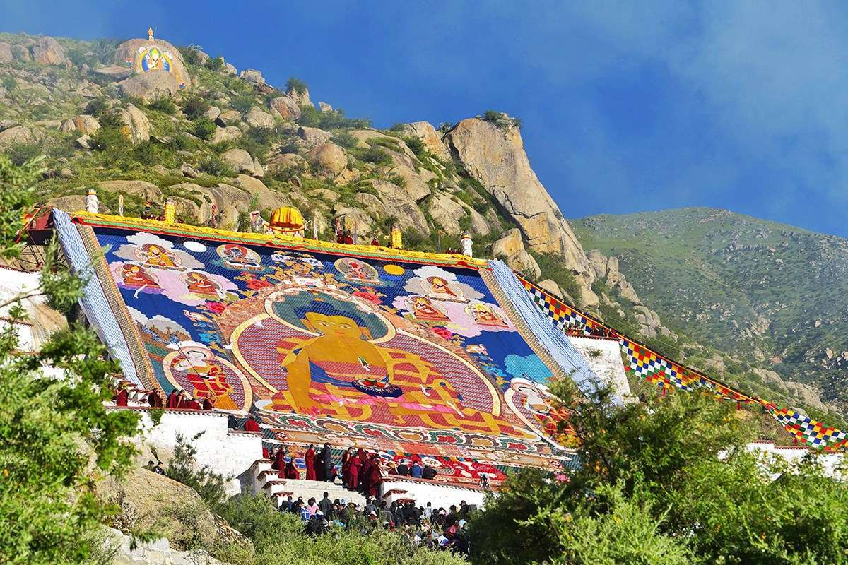 Thangka Unfolding at Drepung Monastery | Photo by Liu Bin