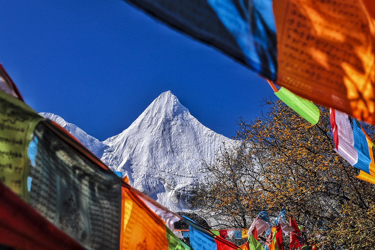 Yangmaiyong Mountain in Yading | Photo by Wang Lei